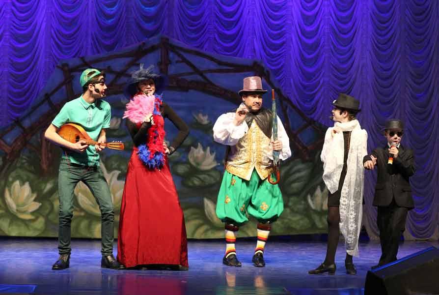 Театрально музыкальный фестиваль для жителей Комсомольского района